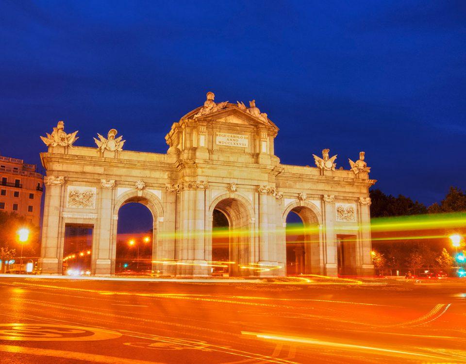 Cucho en la Puerta de Alcalá